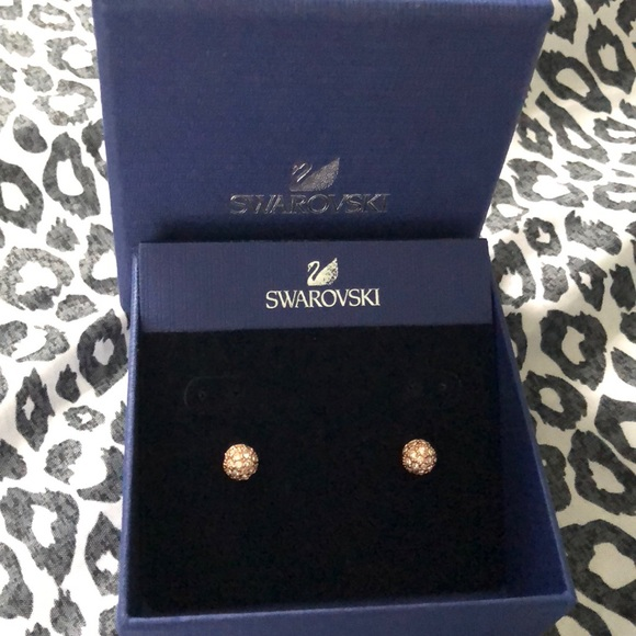 Rose gold Swarovski stud earrings b07e62b1f0